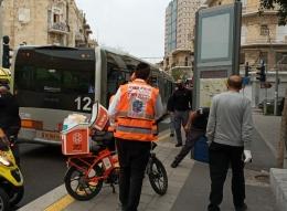 حيفا - إصابة متوسطة لشخص دُفع تحت عجلات المطرونيت