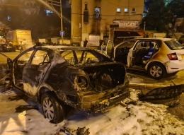حيفا - شارع زئيف بنين: سيارة شرطة احترقت نتيجة إلقاء زجاجة حارقة