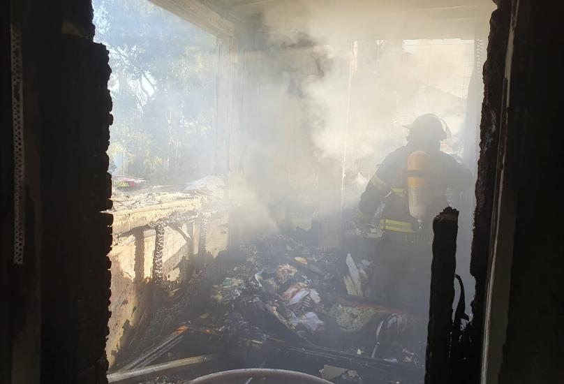 حتلنة – الحريق في حيفا: النيران اندلعت بسبب ترك جهاز كهربائي مشغّلا على سرير