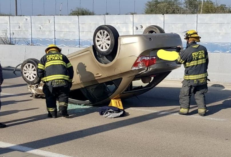 إصابة رجل جراء انقلاب سيارة بحادث طرق ذاتي في حيفا