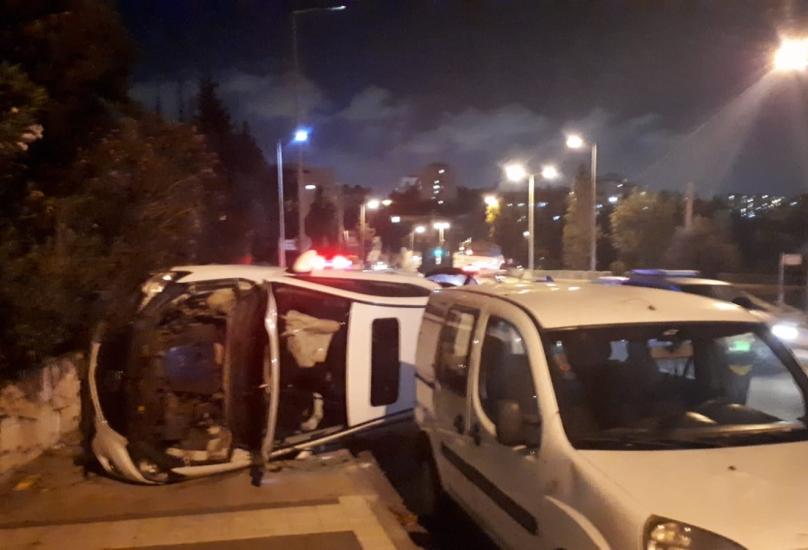إصابة شخصين جراء انقلاب مركبة بحادث سير ذاتي في حيفا