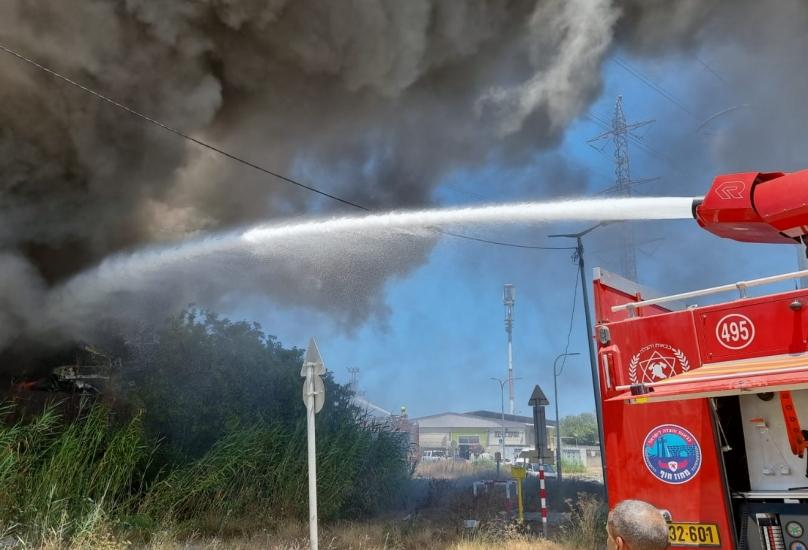*حيفا: اندلاع حريق بمجمّع للخردة في حوف شيمن*