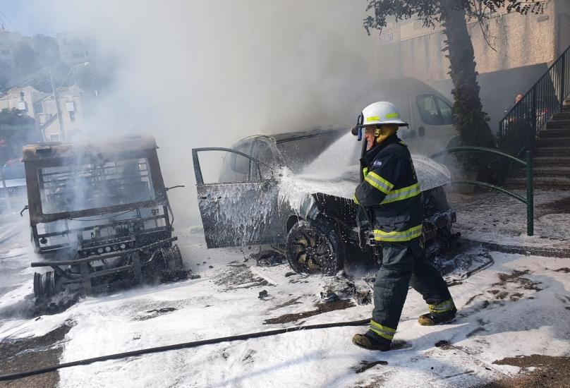 النيران تأتي على سيارات في حي الهدار في حيفا