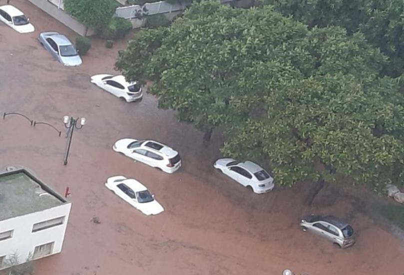 الأمطار تتسبب بغرق عدة شوارع في البلاد