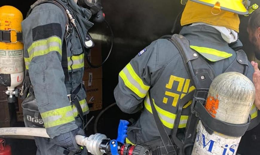 حيفا: اندلاع حريق بمبنى صناعي في شارع الهستدروت